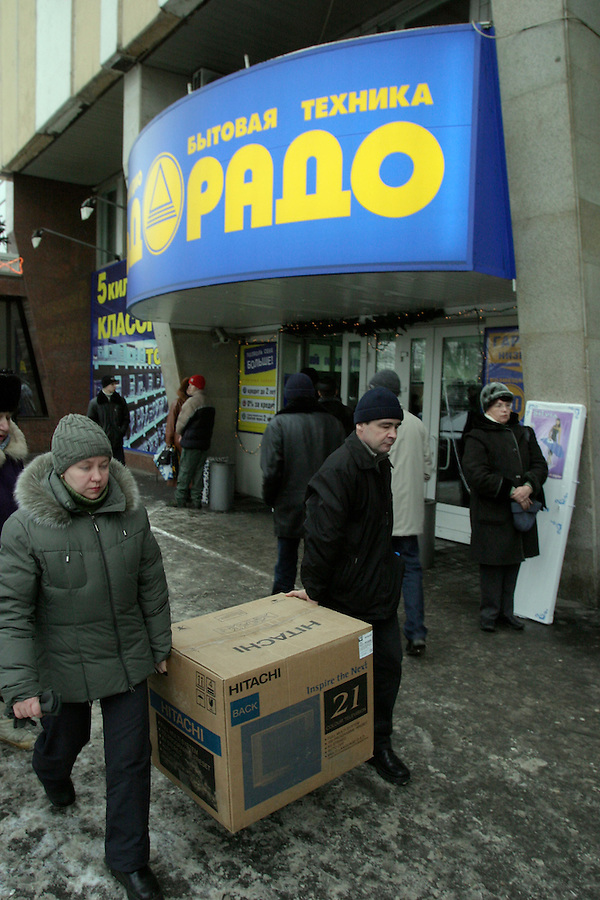 Moscow, Russia, 03/01/2004..Customers at El Dorado electronics store with their new purchases.