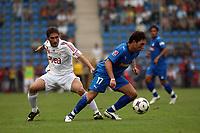 Tobias Weis (Hoffenheim) setzt sich durch<br /> TSG 1899 Hoffenheim vs. Galatasaray Istanbul, Carl-Benz Stadion Mannheim<br /> *** Local Caption *** Foto ist honorarpflichtig! zzgl. gesetzl. MwSt. Auf Anfrage in hoeherer Qualitaet/Aufloesung. Belegexemplar an: Marc Schueler, Am Ziegelfalltor 4, 64625 Bensheim, Tel. +49 (0) 6251 86 96 134, www.gameday-mediaservices.de. Email: marc.schueler@gameday-mediaservices.de, Bankverbindung: Volksbank Bergstrasse, Kto.: 151297, BLZ: 50960101