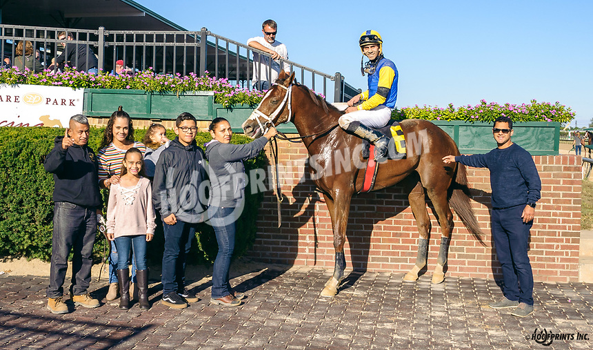 Tuff Duff winning at Delaware Park on 10/5/19