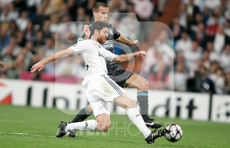 Real Madrid's Xabi Alonso against Olympique du Marseille's Benoit Cheyrou during UEFA Champions League match, September 30, 2009. (ALTERPHOTOS/Alvaro Hernandez)