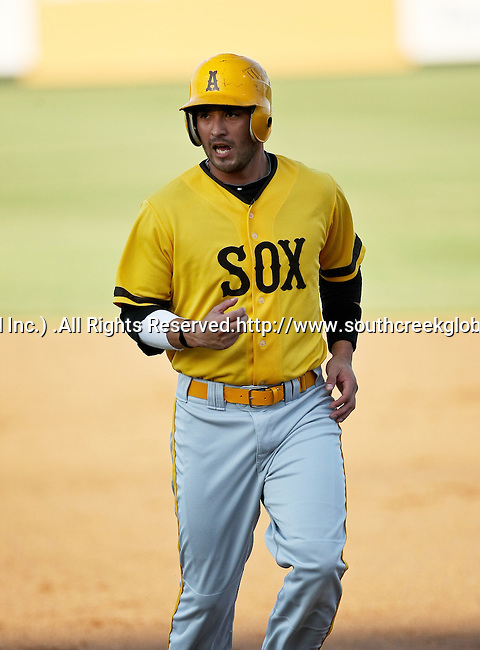 Amarillo Sox Outfielder Lee Cruz (11) in action during the American Association of Independant Professional Baseball game between the Amarillo Sox and the Fort Worth Cats at the historic LaGrave Baseball Field in Fort Worth, Tx. Fort Worth defeats Amarillo 3 to 0......