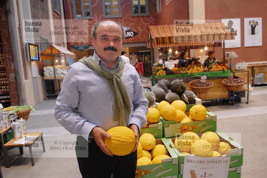 - Eataly, market for the sale of quality Italian food, te founder Oscar Farinetti<br /> <br /> - Eataly, market per la vendita del cibo italiano di qualità, il fondatore Oscar Farinetti