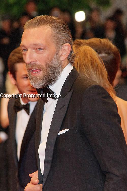 Vincent Cassel arrive sur le tapis rouge pour la projection du film 'Juste la fin du monde' lors du 69ème Festival du Film à Cannes le jeudi 19 mai 2016.