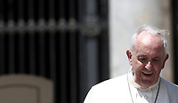 Papa Francesco lascia piazza San Pietro al termine dell'udienza generale del mercoledi', Citta' del Vaticano, 13 giugno, 2018.<br /> Pope Francis leaves at the end of his weekly general audience in St. Peter's Square at the Vatican, on June 13, 2018.<br /> UPDATE IMAGES PRESS/Isabella Bonotto<br /> <br /> STRICTLY ONLY FOR EDITORIAL USE