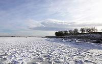 Nederland  Monnickendam Feb. 2021.  Bevroren Gouwzee. Dijk naar Marken.  Foto Berlinda van Dam / HH / ANP.