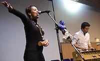 """BOGOTÁ -COLOMBIA. 10-10-2014. Intervención musical durante el Encuentro por la """"Dignidad de las Víctimas del Genocidio contra La UP"""" realizado hoy, 10 de octuber de 2014, en la ciudad de Bogotá./ Music performace during the Meeting for the """"Dignity of Victims of Genocide against The UP"""" took place today, October 10 2014, at Bogota city. Photo: Reiniciar /VizzorImage/ Gabriel Aponte"""