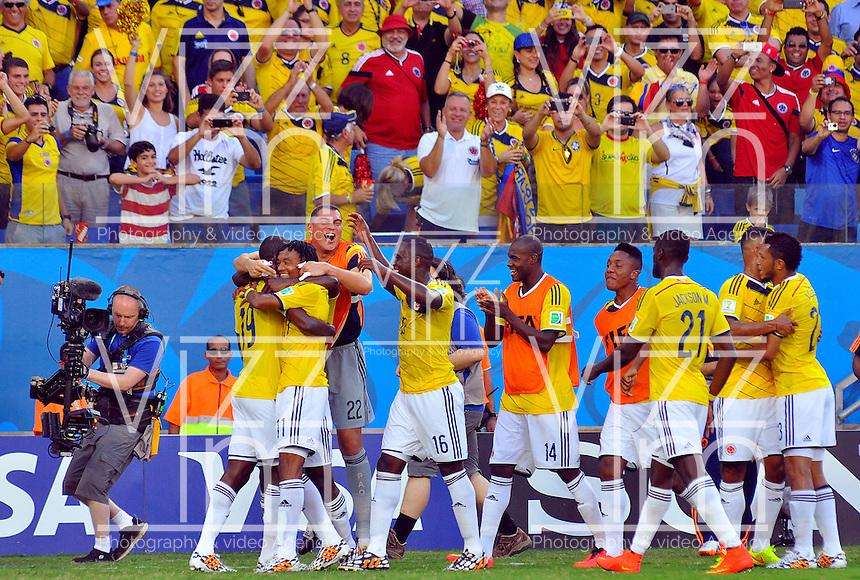 CUIABA - BRASIL -24-06-2014. Jugadores de Colombia (COL) celebran un gol de Juan Cuadrado (#11) anotado a Japón (JPN) durante partido del Grupo C de la Copa Mundial de la FIFA Brasil 2014 jugado en el estadio Arena Pantanal de Cuiaba./ Players of Colombia (COL) celebrate a goal from Juan Cuadrado (#11) scored to Japan (JPN) during the macth of the Group C of the 2014 FIFA World Cup Brazil played at Arena Pantanal stadium in Cuiaba. Photo: VizzorImage / Alfredo Gutiérrez / Contribuidor