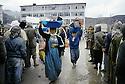 Turquie 1991.Les réfugiés kurdes sur la frontière: attente et distribution .Turkey 19991.Kurdish refugees on the border: first assistance