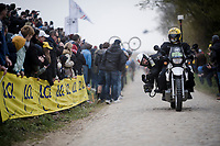 how those spectacular low cobbled sequences are filmed you see on your tv-screen...<br /> <br /> 117th Paris-Roubaix 2019 (1.UWT)<br /> One day race from Compiègne to Roubaix (FRA/257km)<br /> <br /> ©kramon