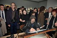 Le dessinateur Patrick COHEN devant Anne GOSCINNY - Vernissage de l'exposition Goscinny - La Cinematheque francaise 02 octobre 2017 - Paris - France
