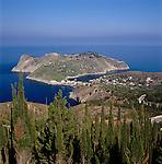 Greece, Cephalonia (Ionian island), Assos: village next to peninsula Erisos with fortress Assos | Griechenland, Kefalonia (Ionische Insel), Assos: Ortschaft am Rand der Halbinsel Erisos, mit der Burg Assos