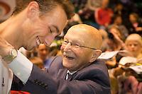 18-12-10, Tennis, Rotterdam, Reaal Tennis Masters 2010, Opa Scheer omhelst Thomas Schoorel