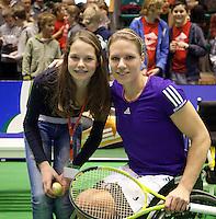 19-12-10, Tennis, Rotterdam, Reaal Tennis Masters 2010, Esther Vergeer met de vanger van de gouden bal