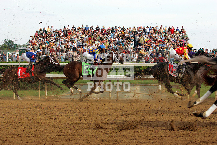 The horses race down the front stretch just after the start during the 132nd running of the Kentucky Derby at Churchill Downs in Louisville, Kentucky on May 6, 2006.  Barbaro, ridden by Edgar Prado, won the race....
