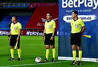 CALI-COLOMBIA, 04-10-2020: Carlos Herrera, arbitro durante partido entre America de Cali y Rionegro Aguilas Doradas, de la fecha11 por la Liga BetPlay DIMAYOR 2020-I jugado en el estadio Pascual Guerrero de la ciudad de Cali. / Carlos Herrera, referee during a match between America de Cali and Rionegro Aguilas Doradas, of the 11th date for the BetPlay DIAMYOR Leguaje 2020-I played at the Pascual Guerrero stadium in Cali city. / Photo: VizzorImage / Nelson Rios / Cont.