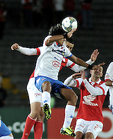 BOGOTA- COLOMBIA - 11-02-2014: Yulian Anchico (Izq.) jugador del Independiente Santa Fe de Colombia, disputa el balón con Silvio Torales (Der.) jugador del Nacional de Paraguay, durante partido entre Independiente Santa Fe y Nacional de la segunda fase, grupo 4, de la Copa Bridgestone Libertadores en el estadio Nemesio Camacho El Campin, de la ciudad de Bogota. / Yulian Anchico (L) player of Independiente Santa Fe of Colombia, vies for the ball with Silvio Torales (R) player of Nacional of Paraguay, during a match between Independiente Santa Fe and Nacional for the second phase, group 4, of the Copa Bridgestone Libertadores in the Nemesio Camacho El Campin in Bogota city. Photo: VizzorImage / Luis Ramirez / Staff.