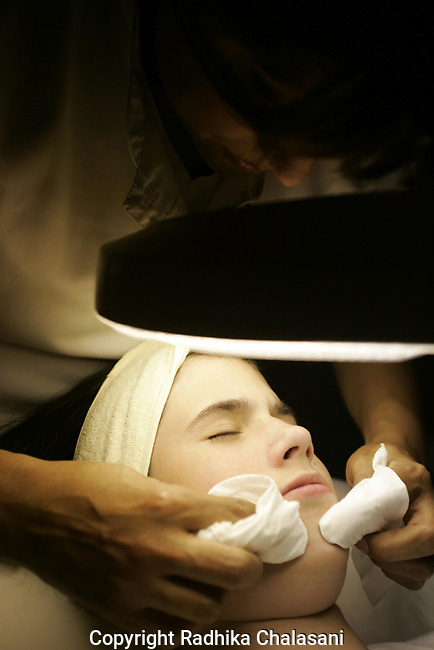 STUDIO CITY, CA-JUNE 10: Erica Johnson (12) undergoes an acne treatment as part of a Teen Clean Facial at Belle Visage Day Spa June 10, 2004 in Studio City. As American youth become increasingly concerned with health and beauty at a younger age spas are seeeing a younger clientele. (Photo by Radhika Chalasani)