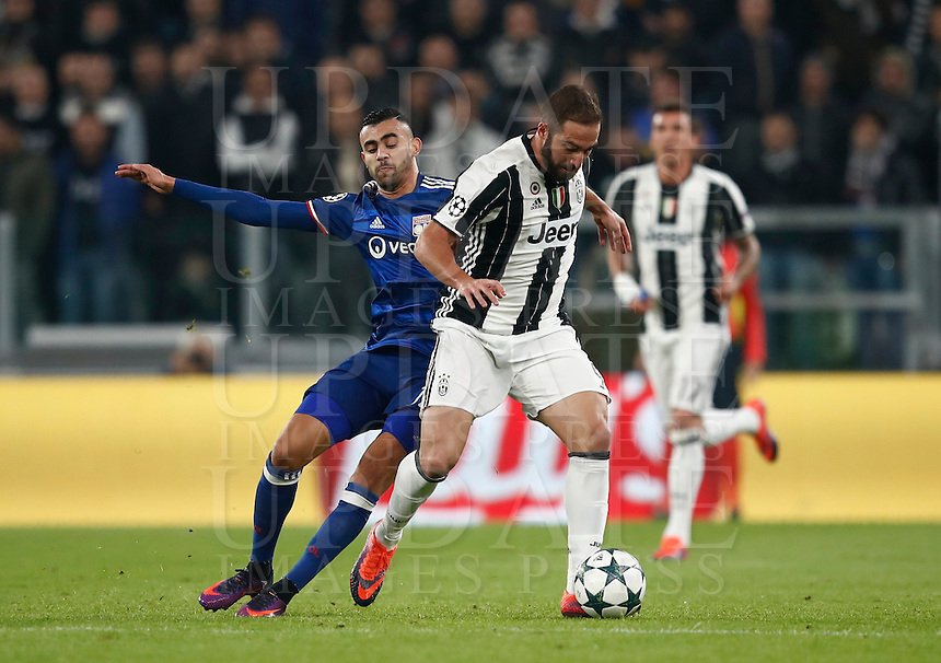 Calcio, Champions League: Gruppo H, Juventus vs Lione. Torino, Juventus Stadium, 2 novembre 2016. <br /> Juventus' Gonzalo Higuain, left, is challenged by Lyon's Rachid Ghezzal during the Champions League Group H football match between Juventus and Lyon at Turin's Juventus Stadium, 2 November 2016. The game ended 1-1.<br /> UPDATE IMAGES PRESS/Isabella Bonotto