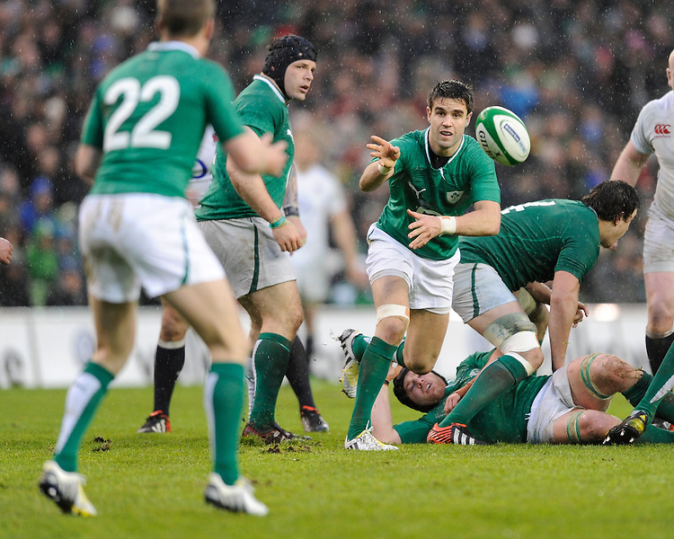 Conor Murray of Ireland passes during the RBS 6 Nations match between Ireland and England at the Aviva Stadium, Dublin on Sunday 10 February 2013 (Photo by Rob Munro)