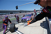 2017 Monster Energy NASCAR Cup Series<br /> O'Reilly Auto Parts 500<br /> Texas Motor Speedway, Fort Worth, TX USA<br /> Sunday 9 April 2017<br /> Denny Hamlin, FedEx Office Toyota Camry pit stop<br /> World Copyright: Matthew T. Thacker/LAT Images<br /> ref: Digital Image 17TEX1mt1464