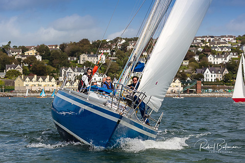 Blue Oyster retired into her home port of Crosshaven due to 'taking on water'