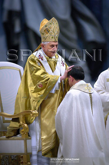 Pope Benedict XVI waves as celebrates a bishops ordination mass in Saint Peter's Basilica at the Vatican September 29, 2007.