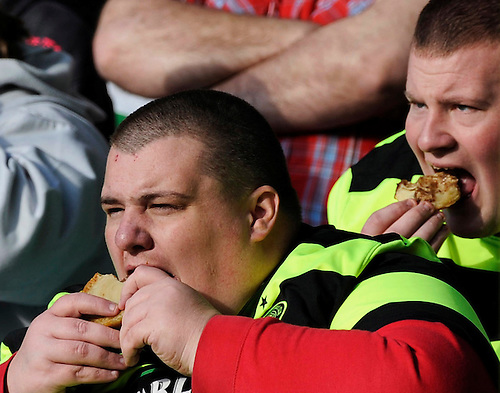20TH MARCH 2010, CELTIC V ST. JOHNSTONE AT CELTIC PARK, GLASGOW, HORIZONTAL STRIPES AND EATING PIES DON'T GO! ROB CASEY PHOTOGRAPHY.