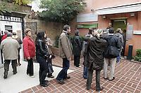 Turisti in fila all'entrata della Peggy Guggenheim Collection a Venezia.<br /> Tourists in a queue to enter the Peggy Guggenheim Collection museum in Venice.<br /> UPDATE IMAGES PRESS/Riccardo De Luca