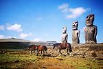 Cimarrones / Caballos salvajes y Moais en Isla de Pascua / Rapa Nui / Chile.<br /> <br /> Cimarrones / Moais and wild horses in Easter Island / Rapa Nui / Chile.<br /> <br /> Edición de 10 | Víctor Santamaría.