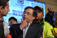 BOGOTÁ -COLOMBIA. 23-04-2014. El restituido alcalde Mayor de Bogotá, Gustavo Petro, se dirigió a los medios de comunicación en rueda de prensa hoy 23 de abril de 2014, en el Palacio de Liévano. Petro había sido retirado de su cargo tras una investigación de la Procuraduría General de la Nacion que también le impusó una inhabilidad para ejercer cargos públicos por 15 años. / The restituted mayor of Bogota, Gustavo Petro, spoke to the media in a press conference, today April 15 of 2014, at Lievano Palace. Petro had been removed from his post after an investigation of General National Attorney that also imposed a disability for 15 years to hold public office. Photo: VizzorImage/ Str
