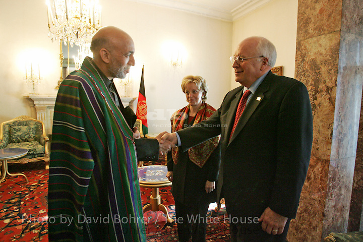 RC: LVC:  Vice President Dick and Lynne Cheney talk with President Hamid Karzai before departing from the Palace in Kabul, Afghanistan.