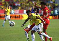BARRANQUILLA  - COLOMBIA - 8-10-2015: Teofilo Gutierrez  jugador de la seleccion Colombia  disputa el balon con  la seleccion Peru durante primer partido  por por las eliminatorias al mundial de Rusia 2018 jugado en el estadio Metropolitano Roberto Melendez  / : Teofilo Gutierrez   player of Colombia  fights for the ball with of selection of Peru during first qualifying match for the 2018 World Cup Russia played at the Estadio Metropolitano Roberto Melendez. Photo: VizzorImage / Felipe Caicedo / Staff.
