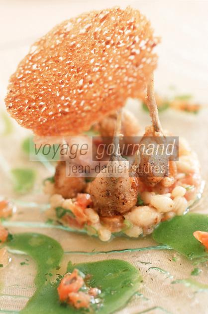 """Europe/France/Languedoc-Roussillon/30/Gard/Nîmes-Garons: Poêlée de grenouilles en risotto d'épeautre recette de Michel Kayser chef du restaurant """"Alexandre"""""""