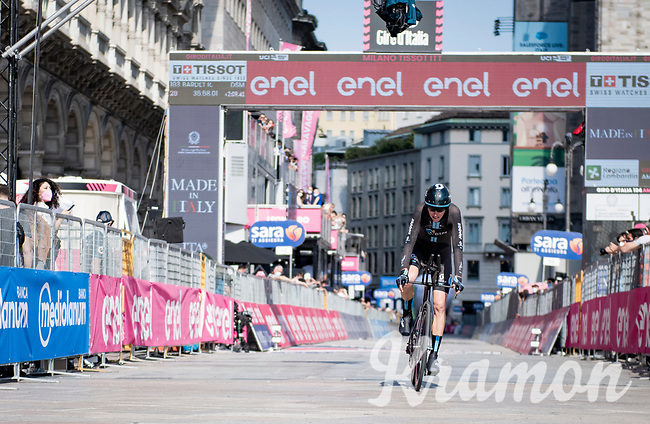 Romain Bardet (FRA/DSM) finishing in front of the might Duomo in Milano<br /> <br /> 104th Giro d'Italia 2021 (2.UWT)<br /> Stage 21 (final ITT) from Senago to Milan (30.3km)<br /> <br /> ©kramon