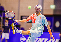 Rotterdam, Netherlands, December 12, 2017, Topsportcentrum, Ned. Loterij NK Tennis, Boy Westerhof (NED) kiks the ball<br /> Photo: Tennisimages/Henk Koster