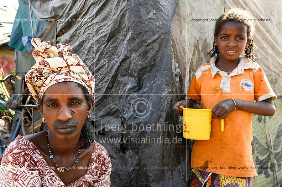 MALI, Bamako, IDP camp Faladjié, Peulh woman with indigo ink painted face and facial scarification / Flüchtlingslager Faladié, Peulh Fluechtlinge aus der Region Mopti, Peul Frau