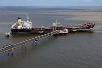 TGL - Terminal de Gás Liquefeito da CDP- Companhia Docas do Pará.<br /> Barcarena, Pará, Brasil<br /> 2006©<br /> Foto: Paulo Santos/