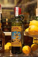 Spanien, Menorca, Verkauf von Gin in Ciutadella
