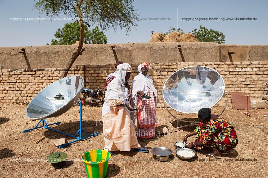MALI, Dogon Land, Bandiagara, women in workshop for solar cooking