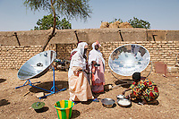 MALI, Dogon Land, Bandiagara, women in workshop for solar cooking