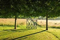"""Les jardins du prieuré d'Orsan : vers """"le Pré Fleuri""""<br /> <br /> Mention obligatoire du nom du jardin et pas d'usage publicitaire sans autorisation préalable."""