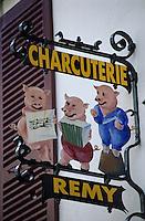 """Europe/France/Aquitaine/64/Pyrénées-Atlantiques/Saint-Jean-de-Luz: Enseigne de la charcuterie """"Rémy"""" rue Gambetta"""
