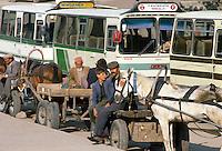 - bus stop in Erzurum (south-oriental Turkey, Turkish Kurdistan) ....- fermata d'autobus ad Erzurum (Turchia sud-orientale, Kurdistan turco)