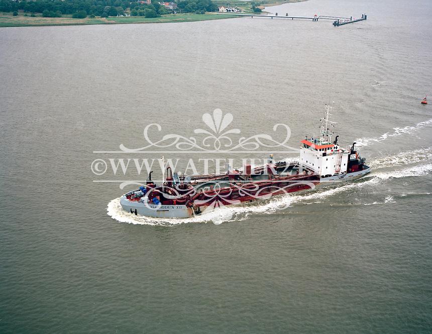 Juni 1996. Schip Vlaanderen XXI 21 van DEME.