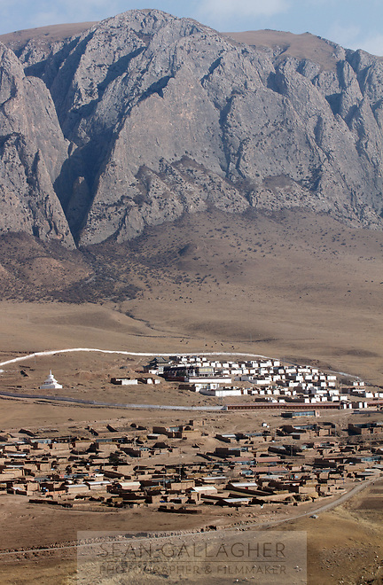 A small town on the Ganjia grasslands, nestled amongst the mountains on the Qinghai-Tibetan Plateau. China.