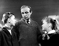 Звонят, откройте дверь (1965)