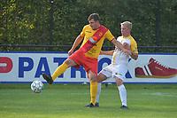 Eendracht Wervik - SC Wielsbeke :<br /> Laurent Vandamme (L) schermt de bal af voor Brian Depondt (R)<br /> <br /> Foto VDB / Bart Vandenbroucke