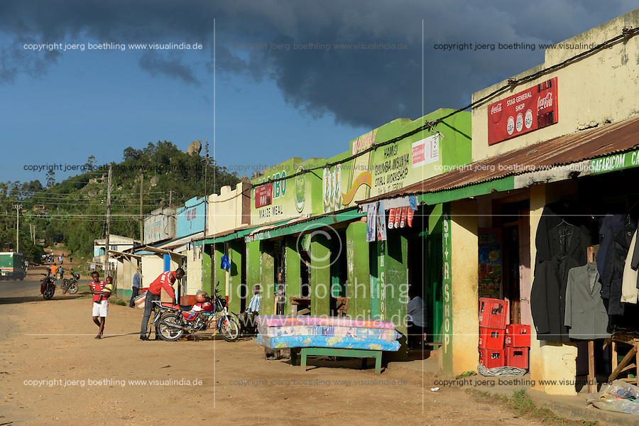 KENYA, Kisumu County, Kaimosi, shops along street sell second hand clothes from Europe and other goods / KENIA, Kaimosi, shops, Verkauf von Alttextilien aus Europa