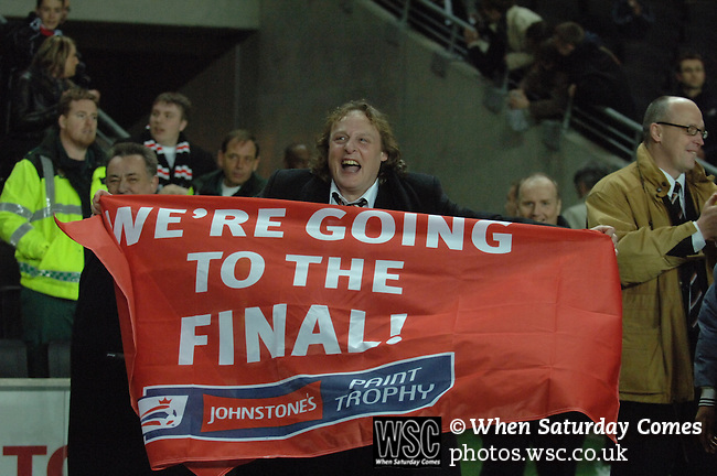 MK Dons 0 Swansea City 1, 25/02/2008. Stadium MK, Johnstone's Paint Trophy Southern Final. Photo by Simon Gill.