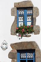 France, Ille-et-Vilaine (35), Côte d'Emeraude, vallée de la Rance, Saint-Suliac, labellisé Les Plus Beaux Villages de France,  Le port sur les bords de Rance  -   Détail maison de pêcheur: Chambre d'Hôtes: Entre Terre et Mer  // France, Ille et Vilaine, Cote d'Emeraude (Emerald Coast), Rance Valley, Saint Suliac, labelled Les Plus Beaux Villages , the port on the Rance,   Detail fisherman's house: Guest Room: Entre Terre et Mer
